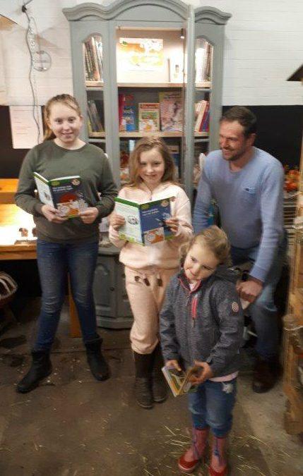 KinderzwerfboekStation geopend bij kinderboerderij De Ahof